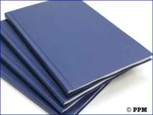 Hardcover Bindung im schwarz und blau.