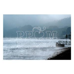 Stimmung am Fluß mit Nebel