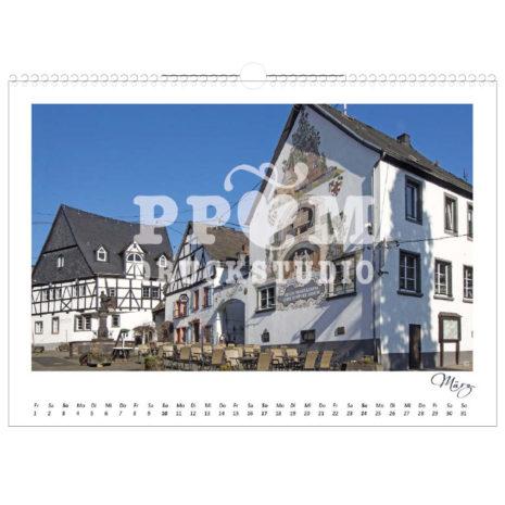 Kalender von Winningen 2019 mit dem Weinbrunnen im Monat März